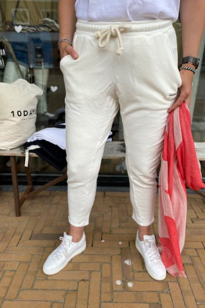 10 days statement jogger new white 20-005-1203
